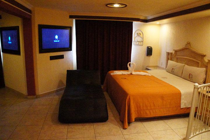 Cinco letras la guia de moteles en guadalajara for Motel jardin